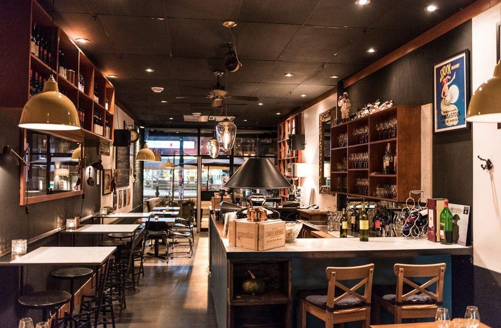 atwater cocktail club superbe bar cach de st henri. Black Bedroom Furniture Sets. Home Design Ideas