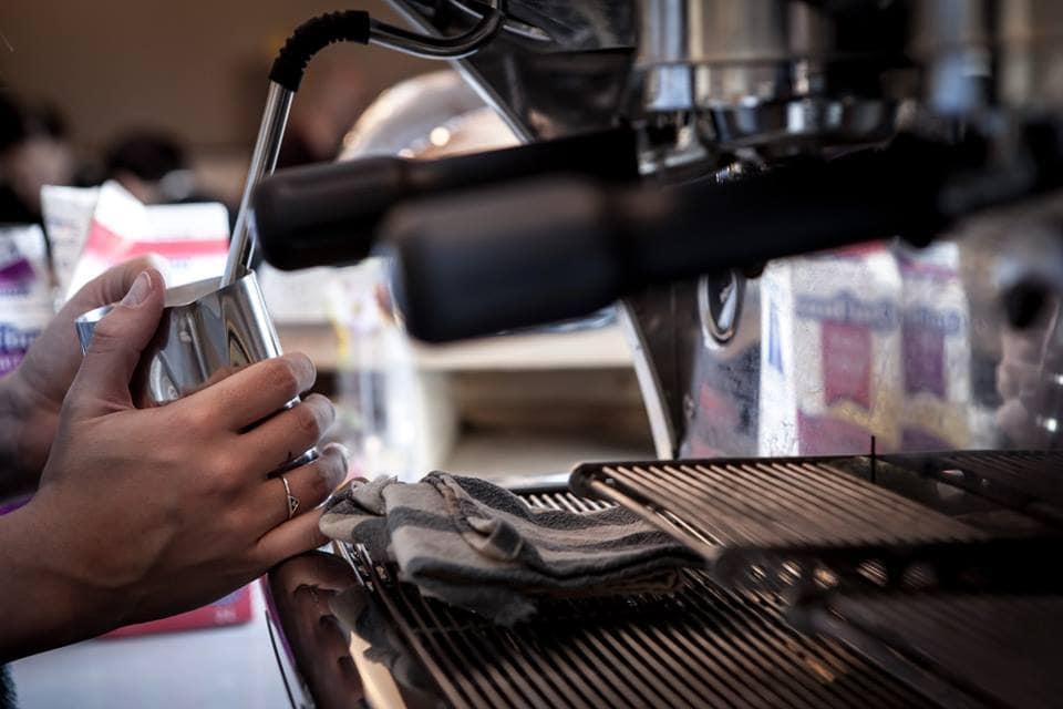 le-cafe-moineau-masque-le-plateau-3