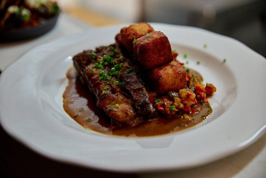restaurant-prince-apportez-votre-vin-rue-rachel-1