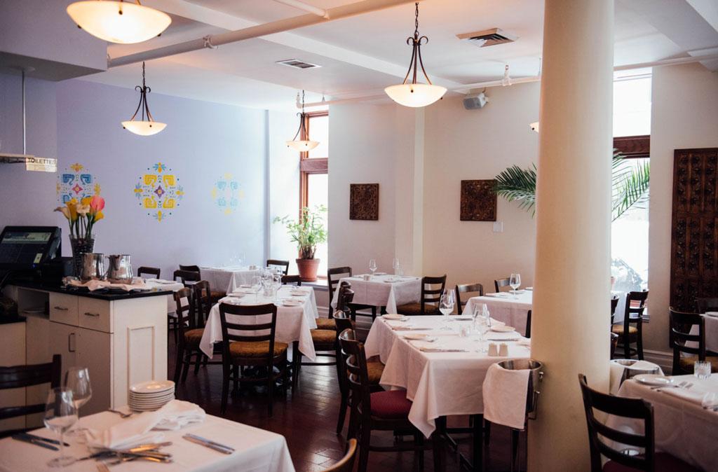 restaurant gandhi le restaurant indien chic du vieux. Black Bedroom Furniture Sets. Home Design Ideas