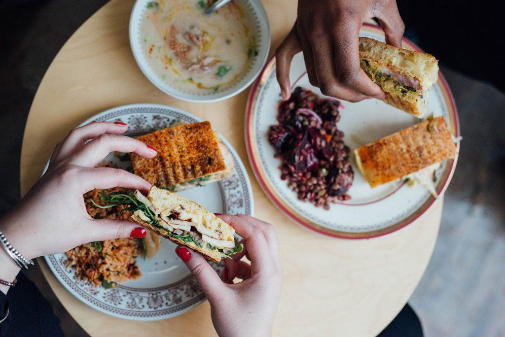 Dave Plant Food : comptoir à sandwichs, salades et pâtisseries dans le Village