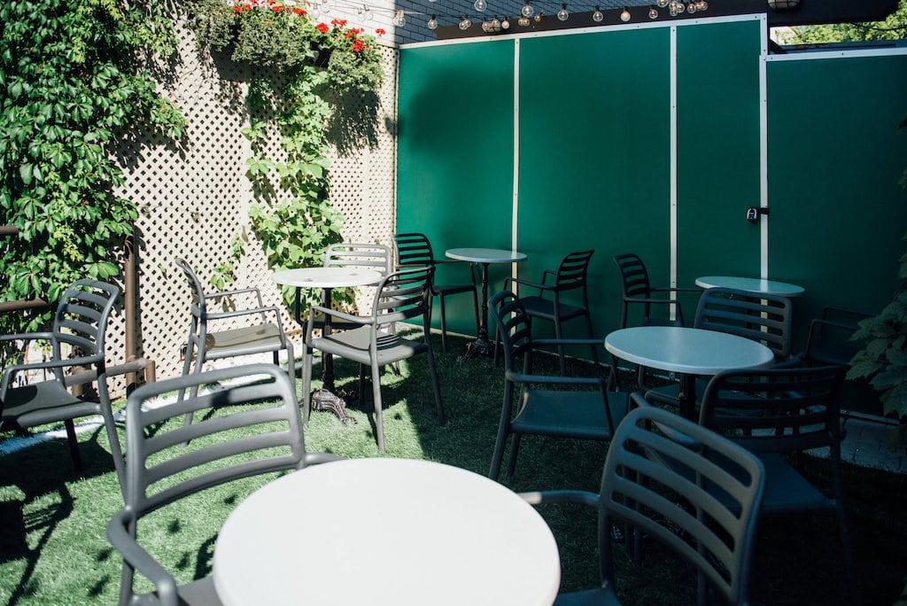 taverne pelican restaurant laurier ouest montreal