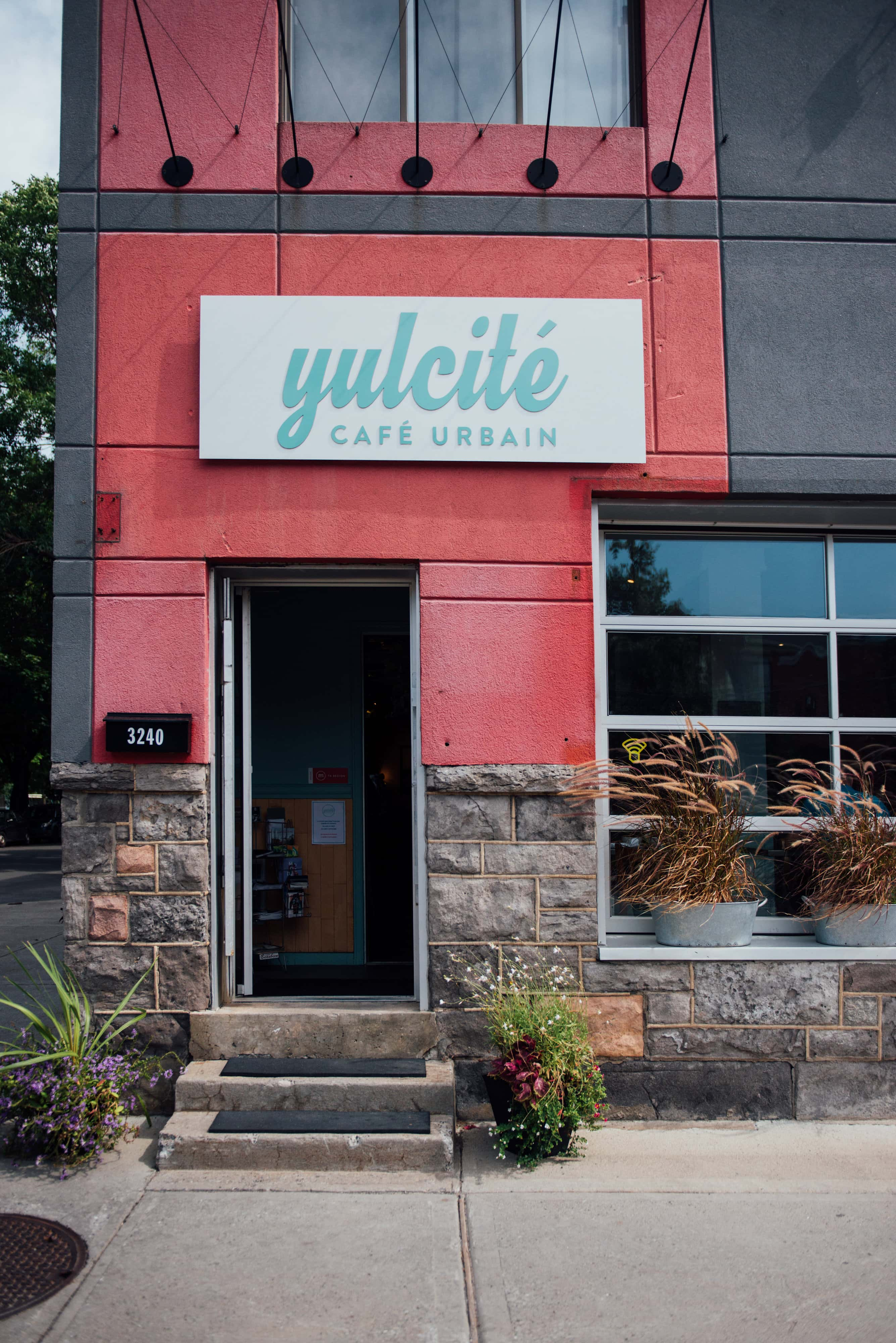 yulcite cafe coffee shop cafe urbain urban cafe shops angus montreal