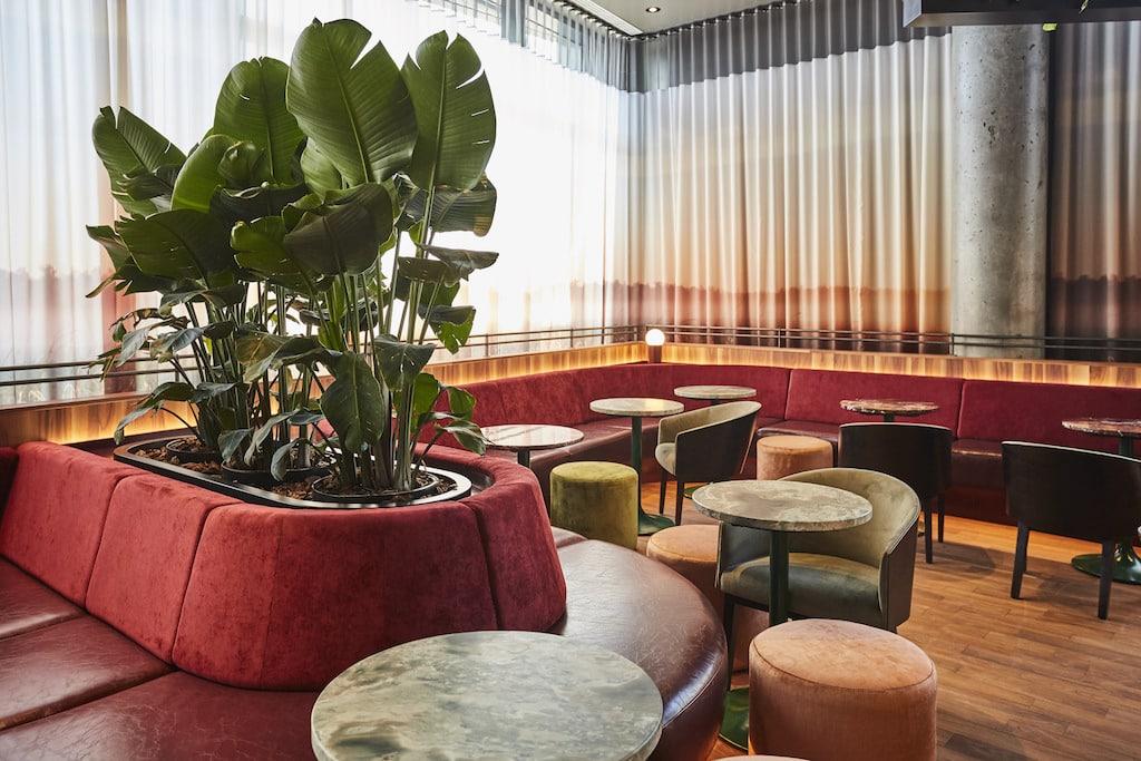 Bar les Cousins dix30 brossard alt hotel