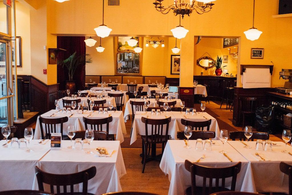 au petit extra bistro francais restaurant