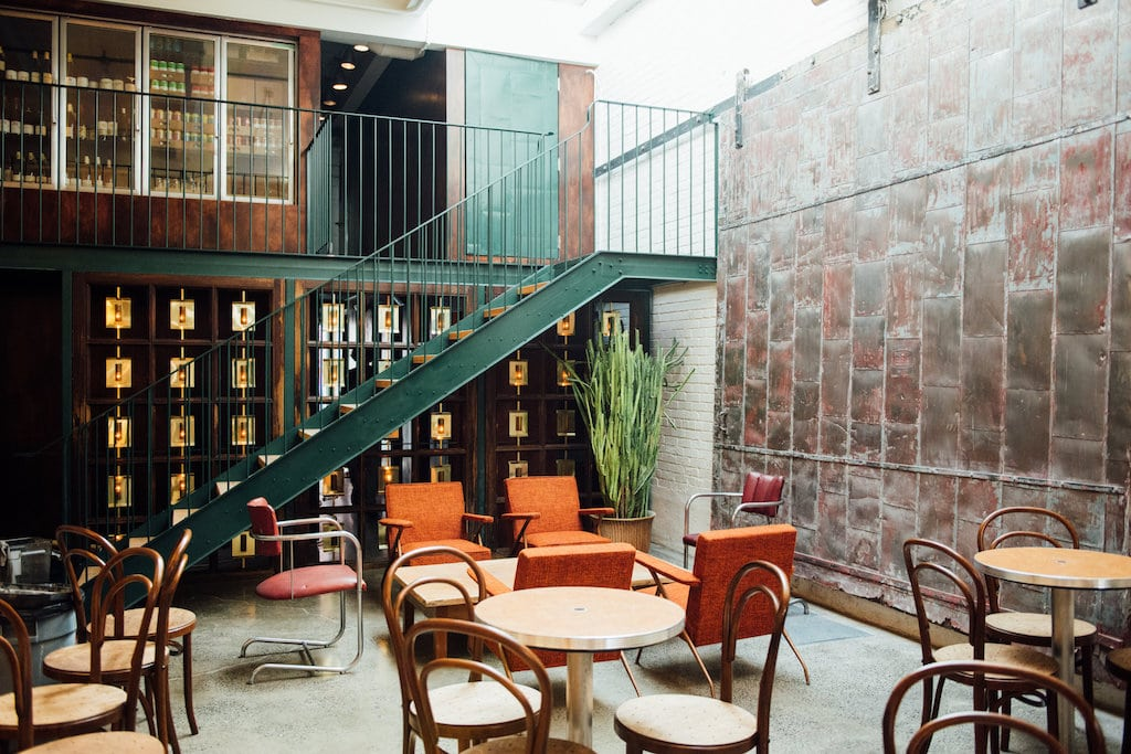 Taverne Atlantic bar mile ex montreal