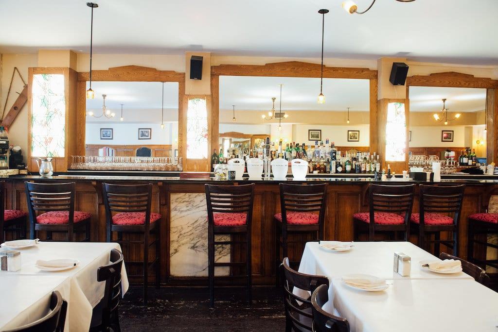 Philinos restaurant Parc Mile End Montreal