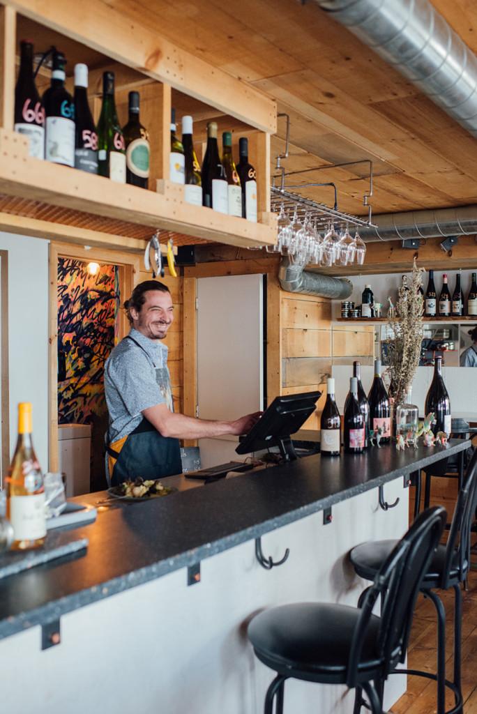 la louve food bar barman design