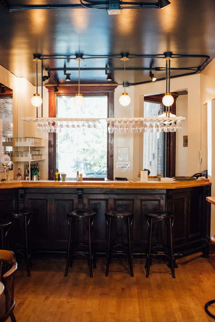 bar à flot counter design